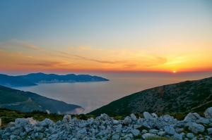 Solnedgang i bjergene