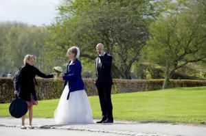 Assistent med brudepar