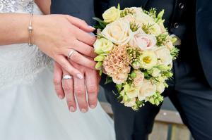 Ringe og brudebuket